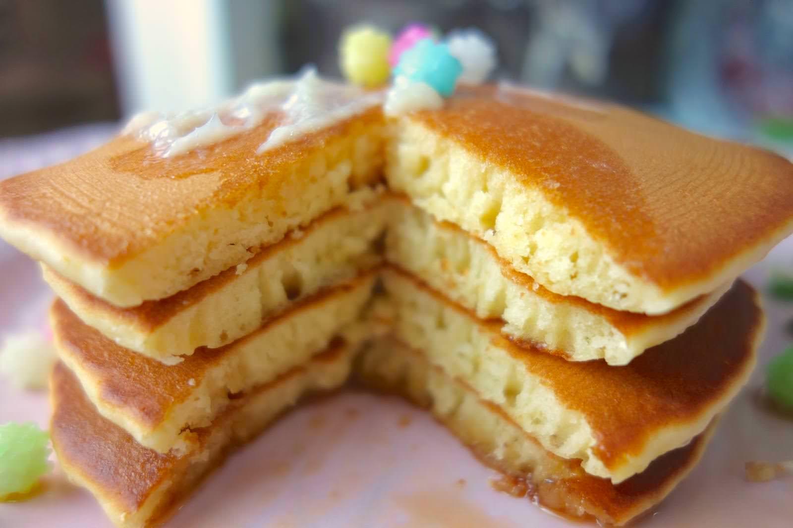 「不用鬆餅粉、泡打粉也能做超鬆軟的鬆餅」只要一個小撇步就能做到!