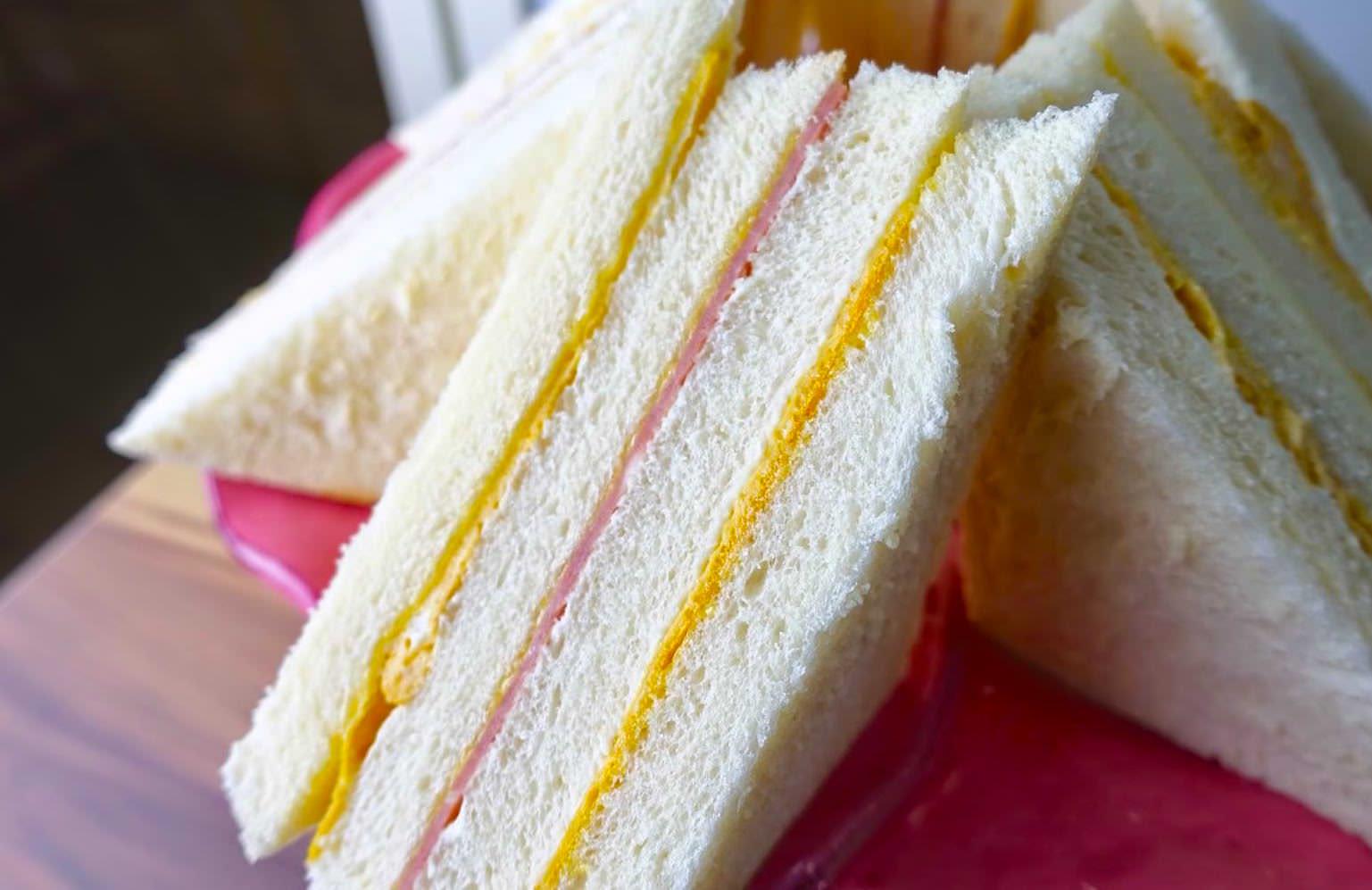 「團購美食洪瑞珍三明治在家怎麼做?」綿滑的口感是因為多了這一個技巧,學起來在家自己做!