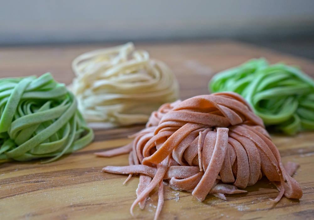 秒懂手工麵條Q彈的秘密!自製各式蔬菜麵條,學會可以開店啦